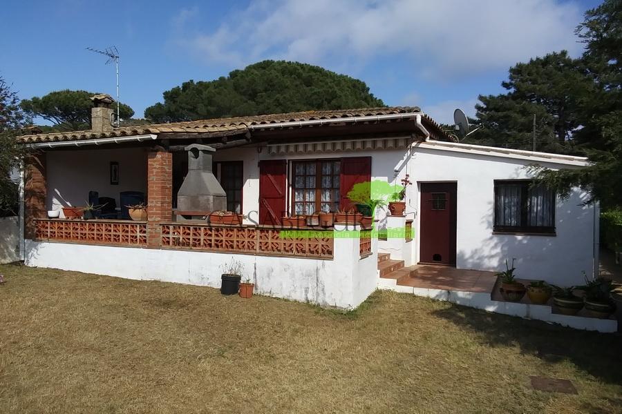 1328 Casa semi-adosada con jardín privado y piscina comunitaria