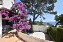 1342 Village house in the center of Begur with sea views.