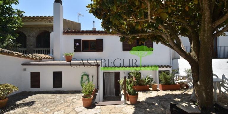 ref-1334-casabegur-for-sale-village-house-center-begur-costa-brava-1
