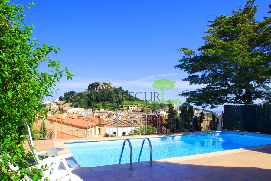 Ref-1357 Apartment with pool for sale in the center of Begur