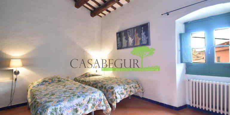 ref-1358-sale-townhouse-casa-de-pueblo-venta-property-center-of-begur-garden-garage3