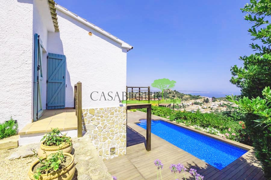 1366 Property with sea views for sale in Begur