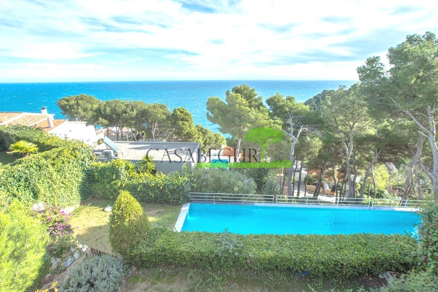 Casa en venta con vistas al mar cerca de Sa Tuna, Begur